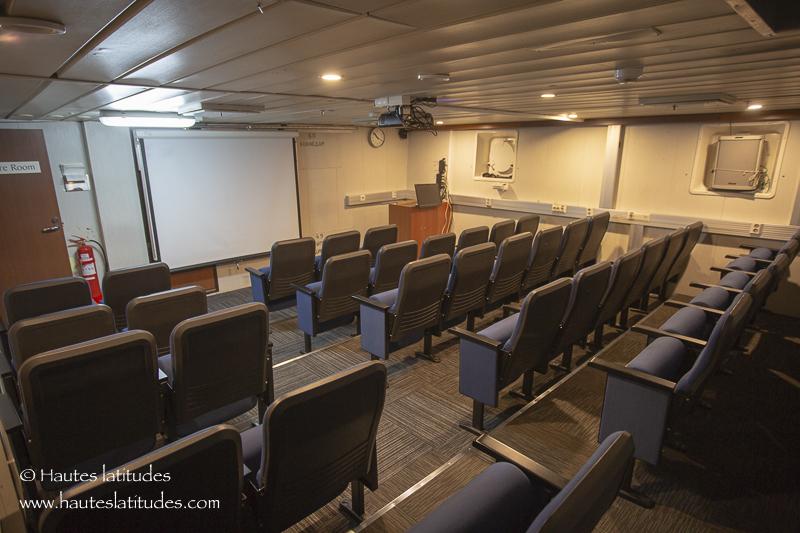 kromov-salle-conferences-02